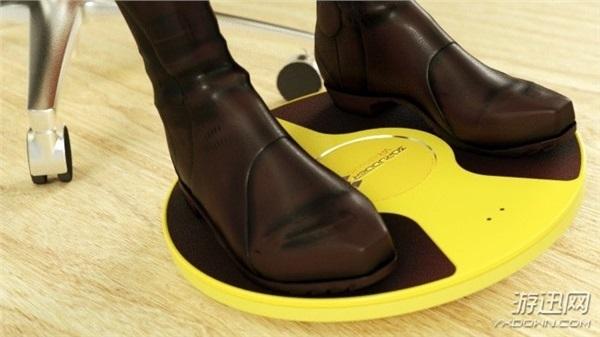 国外设计师发明用脚玩的VR设备,彻底解放双手