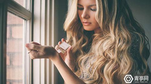 凯特摩丝携手著名彩妆品牌,在VR中进行时尚宣传活动