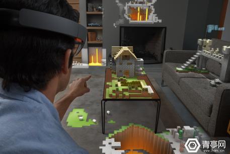 HoloLens_Minecraft_(15716942894)
