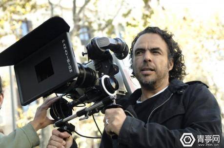 Alejandro_González_Iñárritu_with_a_camera_in_production-1024x680