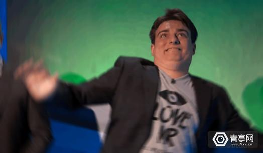 Palmer-Luckey-crazy-picture