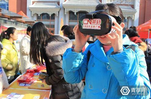 国家应急广播开展科普行 用VR模拟地震体验