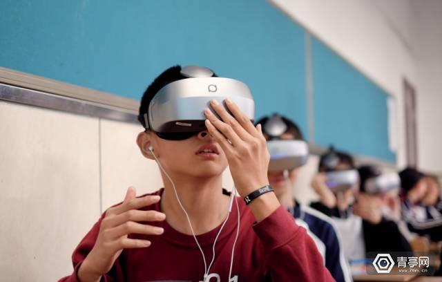 VR教育已经涉及化学、针灸、美发,VR能替代老师吗?