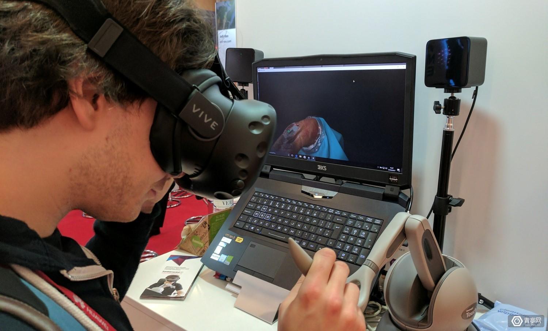 史上最逼真VR手术模拟?能感受往皮肤里扎针的酸爽哦