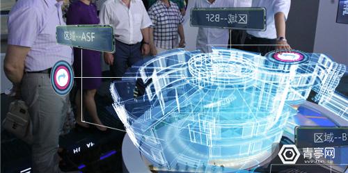 他研发系统置入VR眼镜,4个月造出智能沙盘,托全景语音重塑摩天大楼