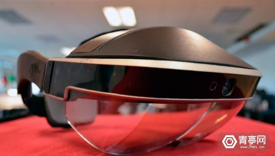 meta-2-development-kit-hands-on-augmented-reality-headset-AR-1-1021x580