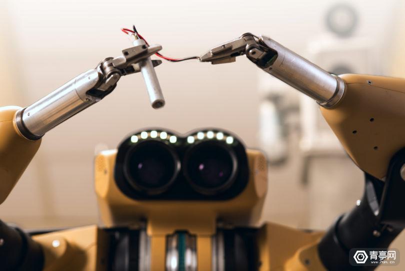斯坦福大学新研究,通过VR和机器人来拆除炸弹
