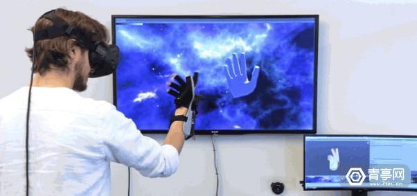 有人翻出了任天堂20年前的手势手套,把它改成了VR控制器