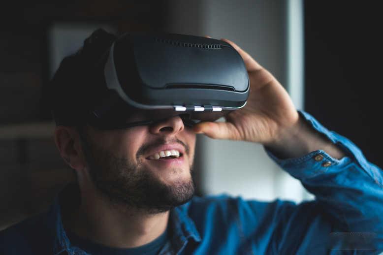 IDC统计:2018年全球AR/VR消费额翻倍,将达178亿美元
