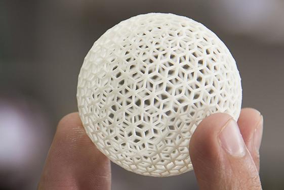 时间缩短至几秒钟,利用全息技术可快速完成3D打印