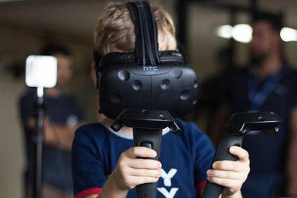 HTC发预告 Vive虚拟现实头盔将迎来视觉升级