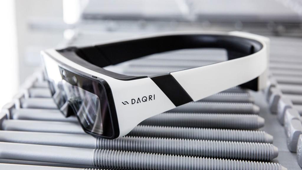 daqri-begins-shipping-its-ruggedized-yet-portable-ar-smartglasses-worldwide.w1456