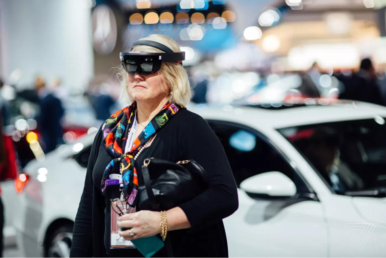 本田用HoloLens进行AR车展:可能是迄今最落地的AR演示