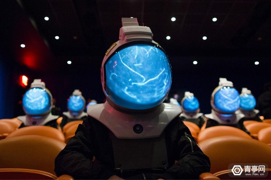 国家地理做了一款沉浸式VR头盔,和太空宇航员同款那种