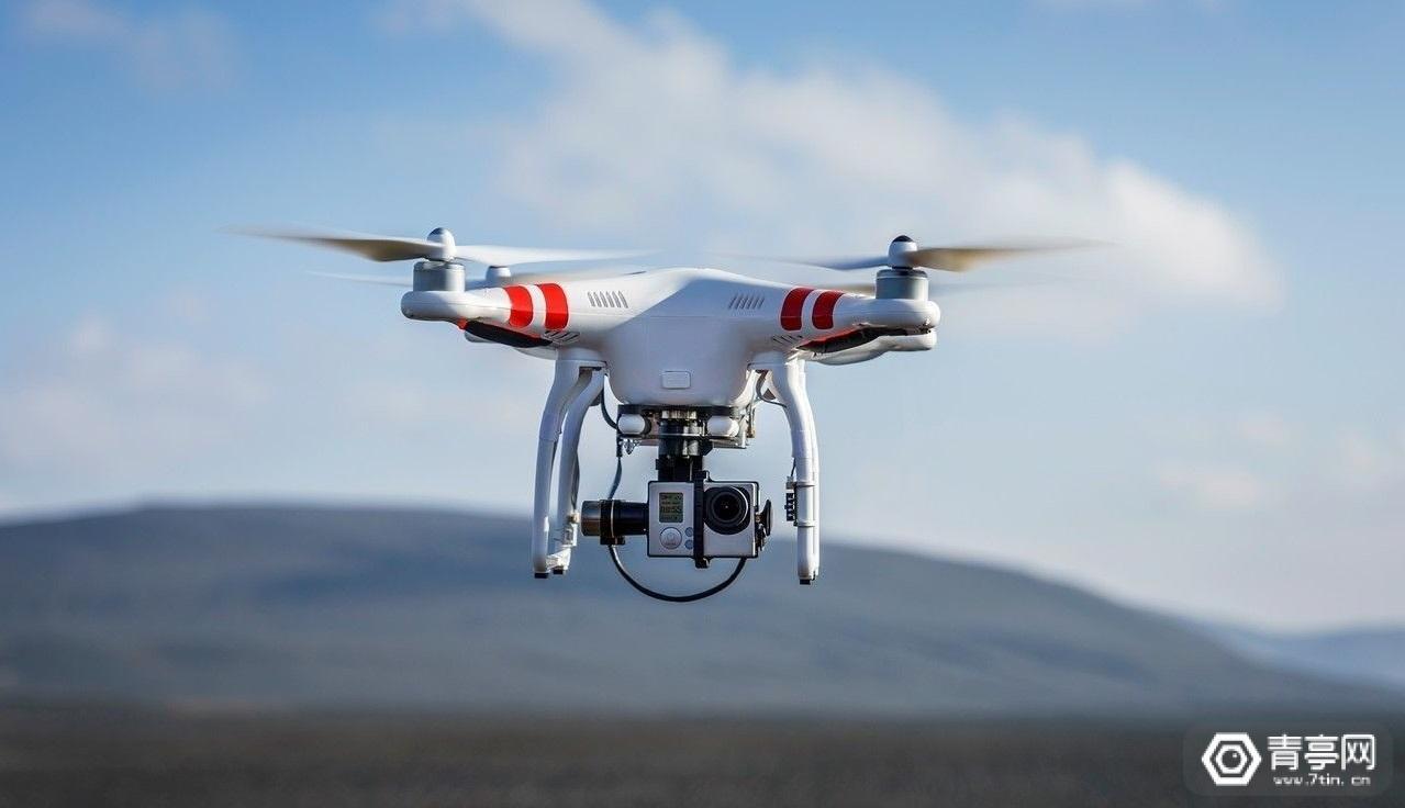 用VR模拟无人机飞行,模拟障碍物进行飞行训练