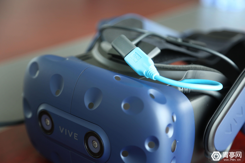 七鑫易维aGlss DK2轻松适配Vive Pro,方法是一个USB转换器