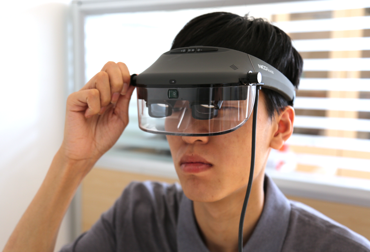 兼容PC和移动AR,这款轻便型AR眼镜还能巨幕观影 | 评测