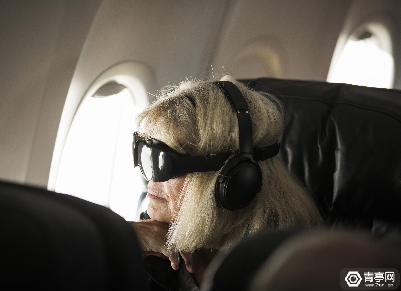 阿拉斯加航空提供机上VR娱乐,严格来说是头戴影院