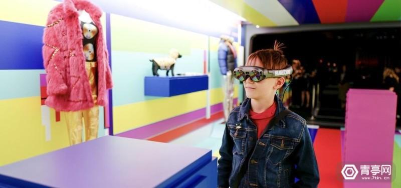 moschino-h-m-harness-power-magic-leap-one-intro-augmented-reality-fashion-world.w1456 (5)