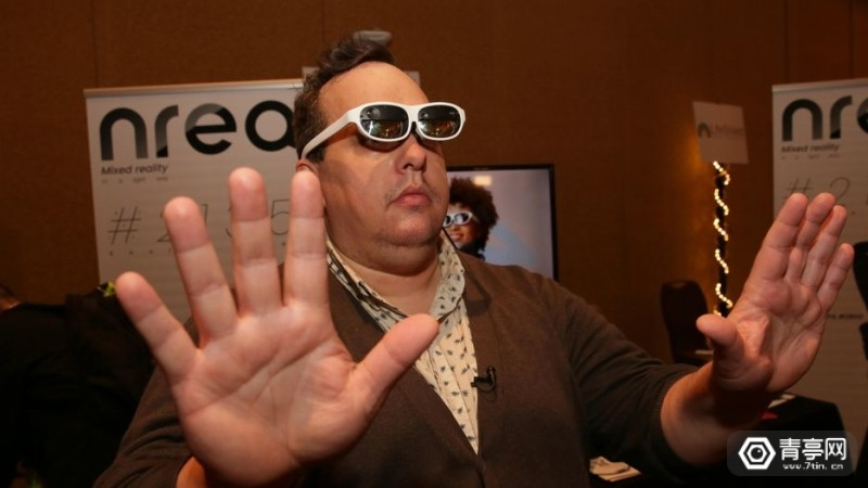 11-nreal-mixed-reality-glasses