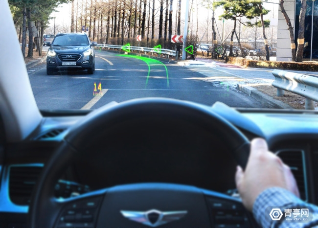 现代汽车与WayRay展示世界首款全息AR导航系统