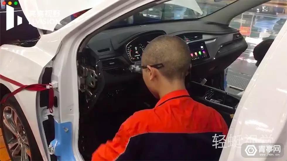 吉利汽车装配基地引入亮亮视野AR眼镜