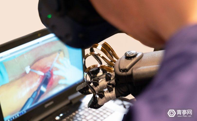 HaptX与FundamentalVR联合开发VR手术手套