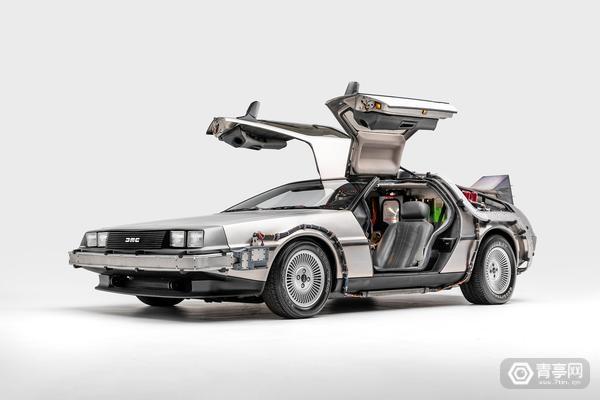 为还原电影场景,汽车博物馆用HoloLens展示电影经典汽车