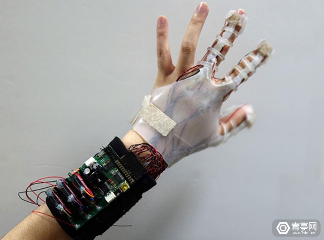 气压传动、硅胶材质、这款VR体感手套仅重160g