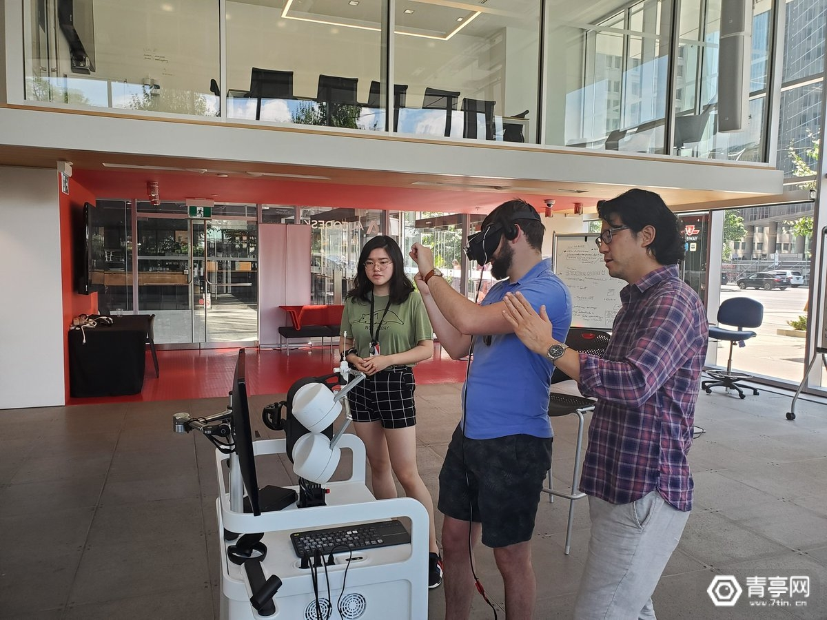 世界首个VR手术模拟平台来了,这次是一台真实的机器