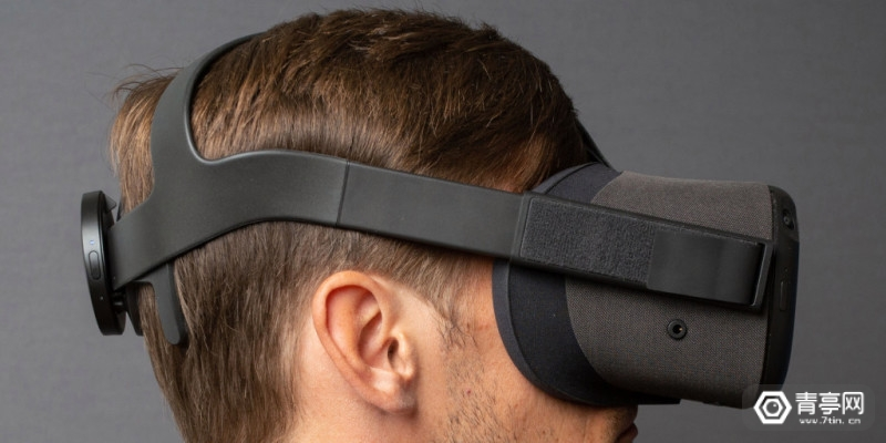 nextmind-with-vr-headset
