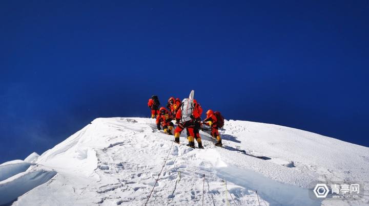 1-2020珠峰高程测量登山队成功登顶珠峰.JPG