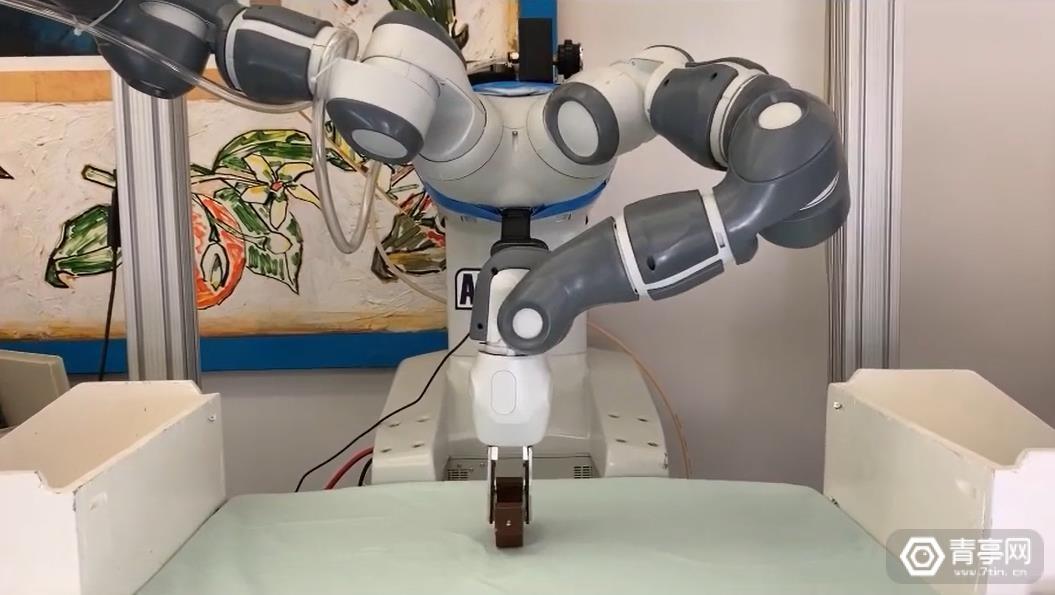 加州大学研究员用ARKit生成点云数据,进行机器人抓握训练