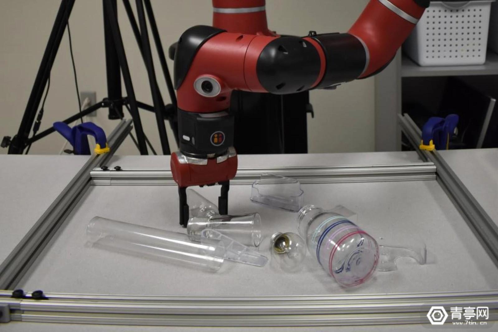 卡耐基梅隆研究员用AI帮机器人更好抓取透明、发光物体