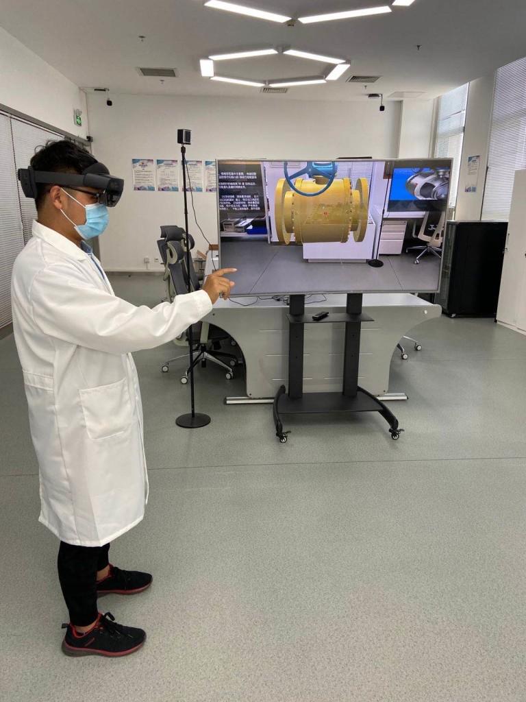 升级培训与研究,中油瑞飞携手微软HoloLens开启混合现实之旅 (1)