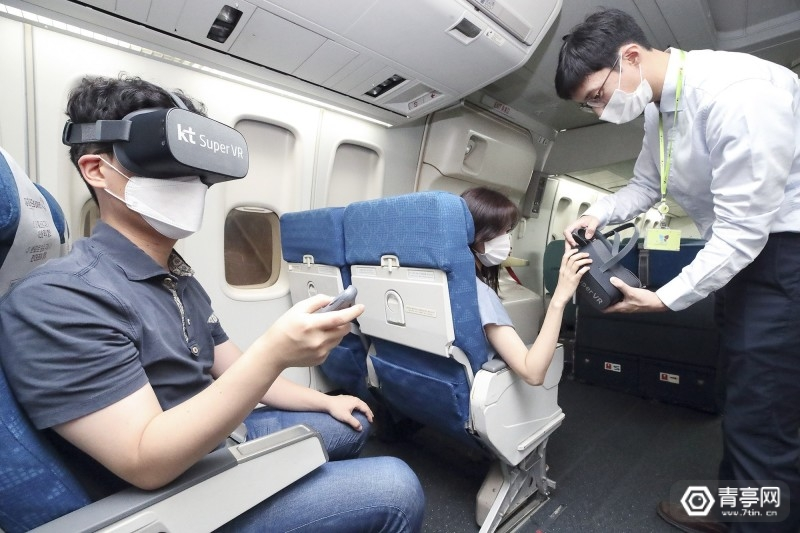 机上VR娱乐 KT-Corp-Jin-Air-in-flight-passenger-VR