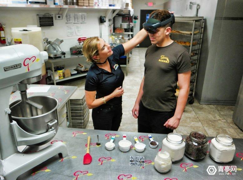 烘焙连锁品牌用AR培训残障人士,帮助上岗就业