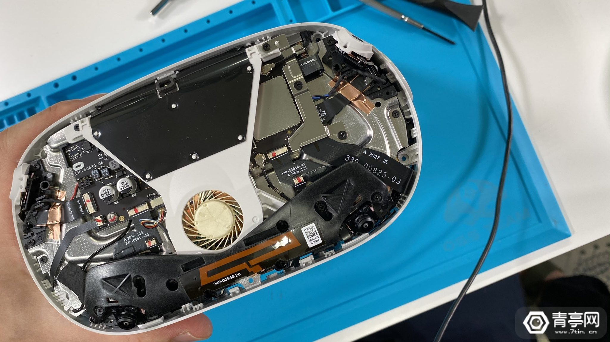 Quest 2拆解:内部结构更紧凑,散热系统升级