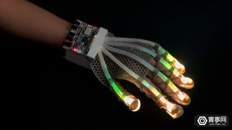 1112_stretched_glove