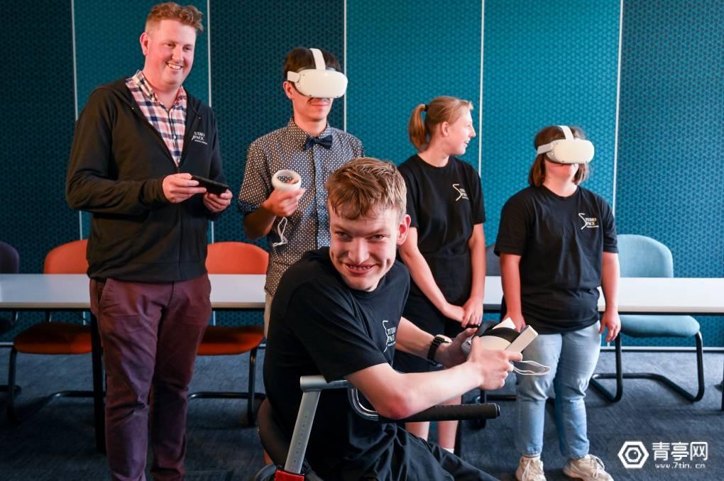澳大利亚戏剧团用Quest 2彩排表演,为出国巡演做心理准备