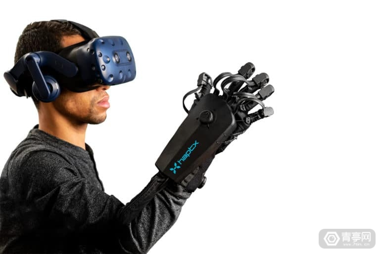 HaptX-Gloves-DK2-Reach-770x514