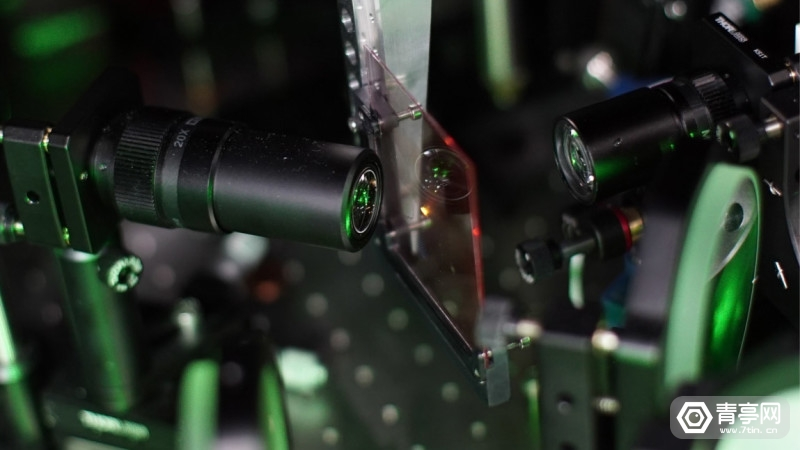 facebook-research-holographic-optical-elements-3