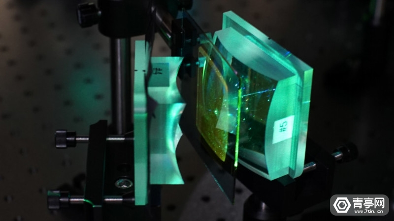 facebook-research-holographic-optical-elements-2