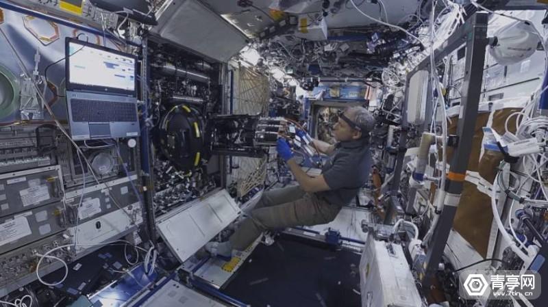 SpaceExplorers_2