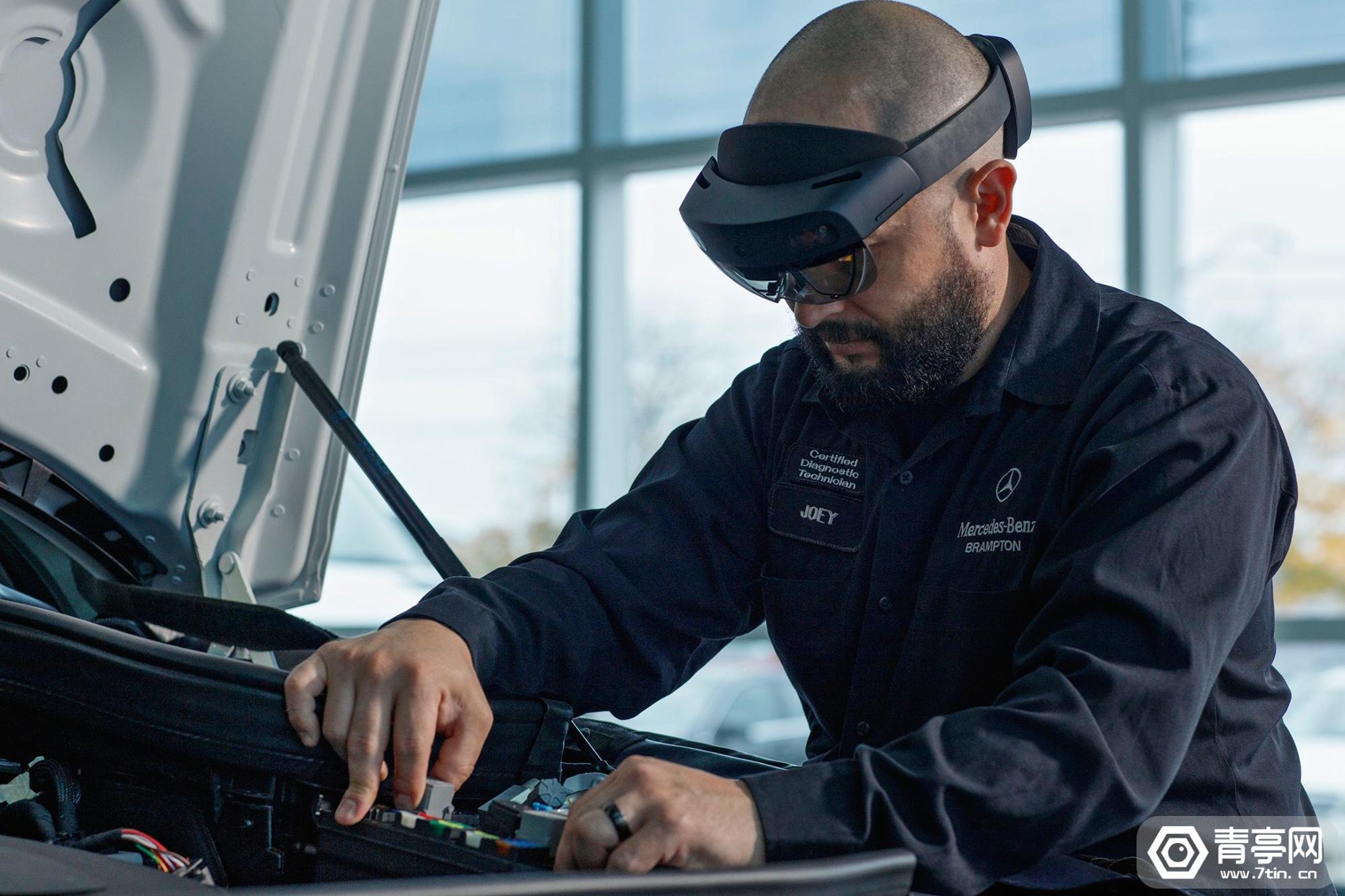 奔驰加拿大门店用HoloLens 2辅助汽车维修,效率或提升30%